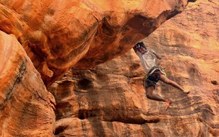 badami-climbing-rappelling-tiny